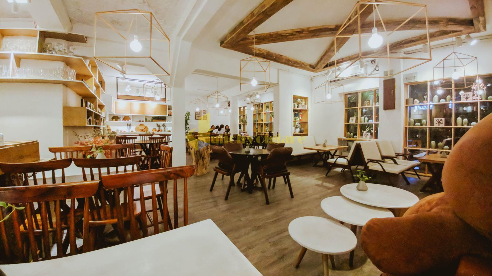 khong-gian-noi-that-quan-chanchamayo Check in ngay 9 quán cà phê đẹp ở Sài Gòn đang là địa điểm sống ảo hot nhất hiện nay.