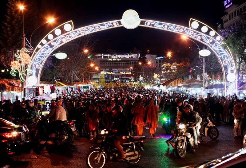 """14-1 """"Chợ Âm Phủ """" - 1 Địa điểm nổi tiếng nhất tại Đà Lạt"""