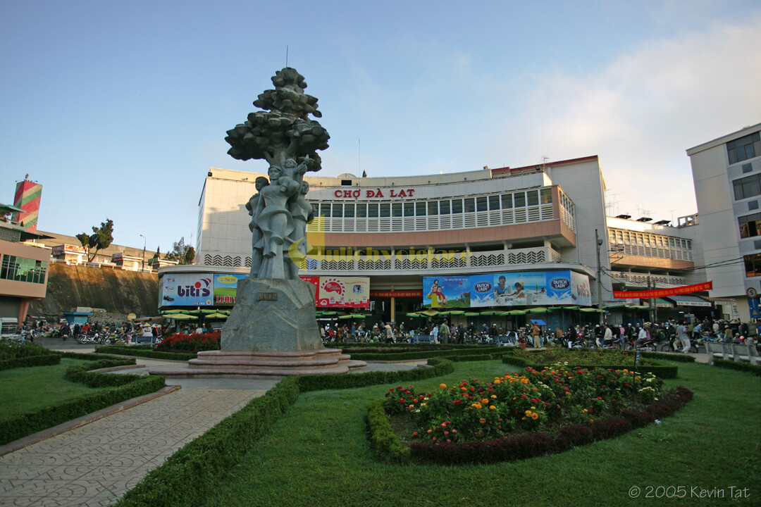 """7-1 """"Chợ Âm Phủ """" - 1 Địa điểm nổi tiếng nhất tại Đà Lạt"""