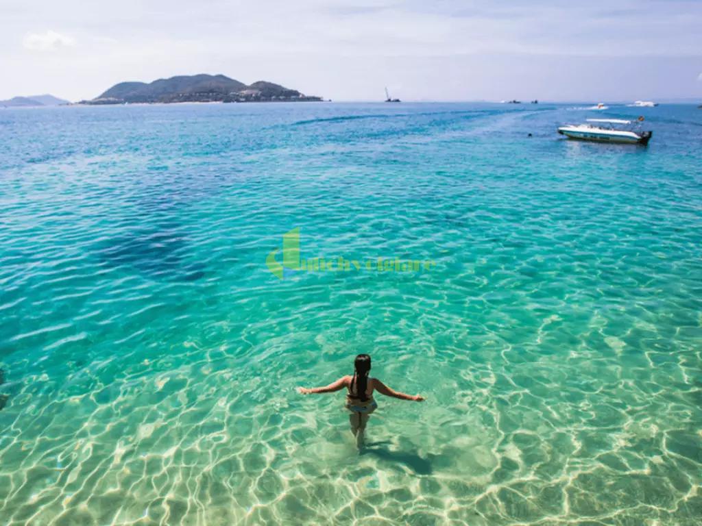 bar-trên-biển Review du lịch Hòn Mun - 1 trong 4 Vịnh đẹp ở Nha Trang