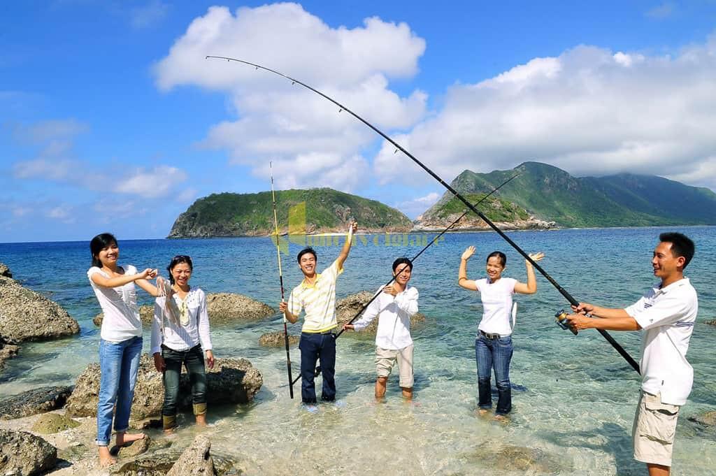 choi-gi-o-con-dao-internet9 Trời nắng nóng quá rồi , Khám phá Côn Đảo biển xanh , cát trắng , nắng vàng thôi nào ?