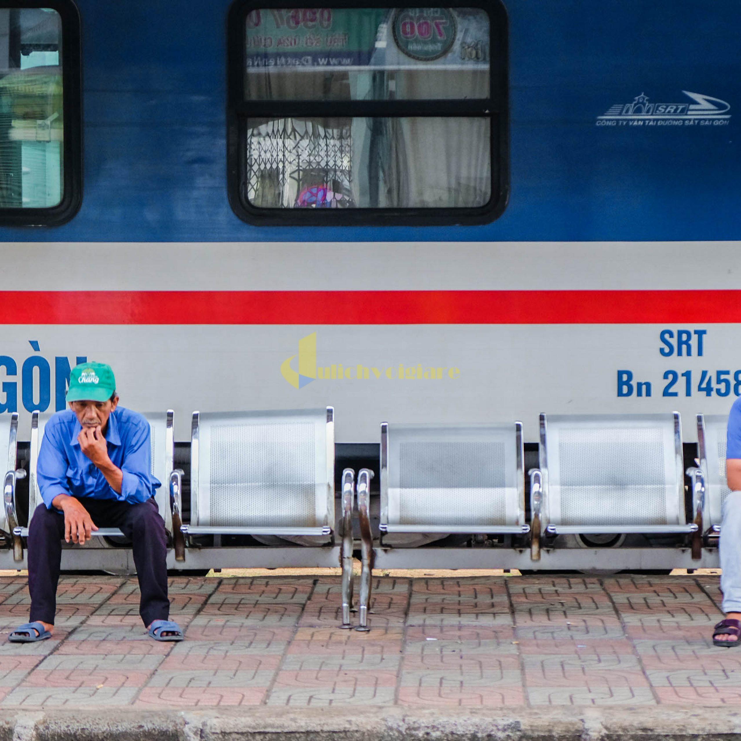 di-chuyển-bằng-tàu-scaled Kinh Nghiệm Du Lịch Tự Túc Khi Tới Nha Trang