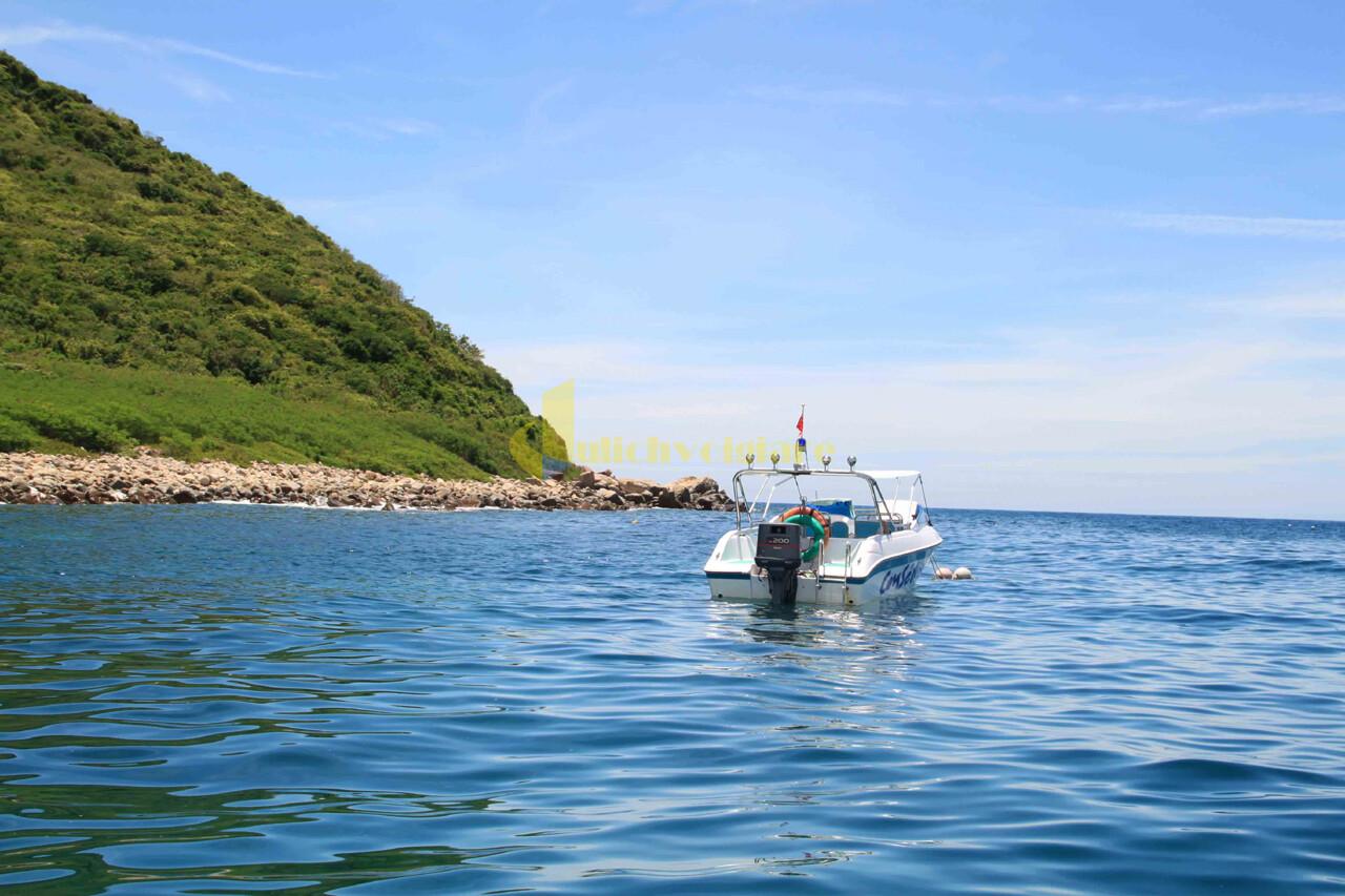 thuyền-đáy-kính Review du lịch Hòn Mun - 1 trong 4 Vịnh đẹp ở Nha Trang